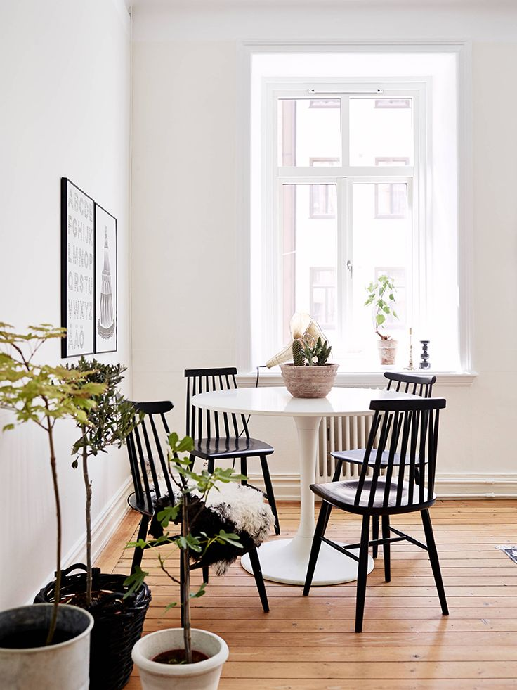 White tulip table and black chairs