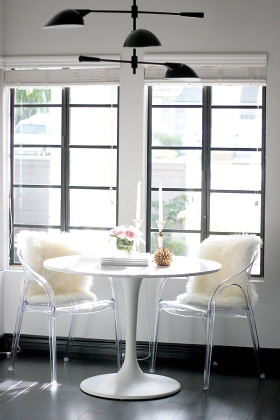 Chic tulip table breakfast nook