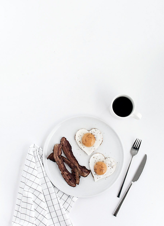 DIY-heart-shaped-eggs