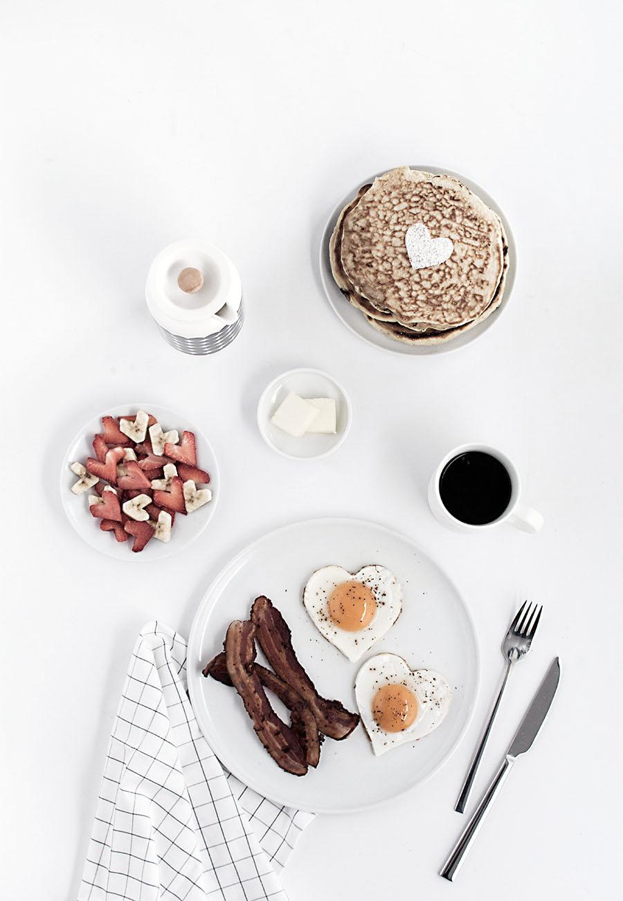 heart-shaped-breakfast