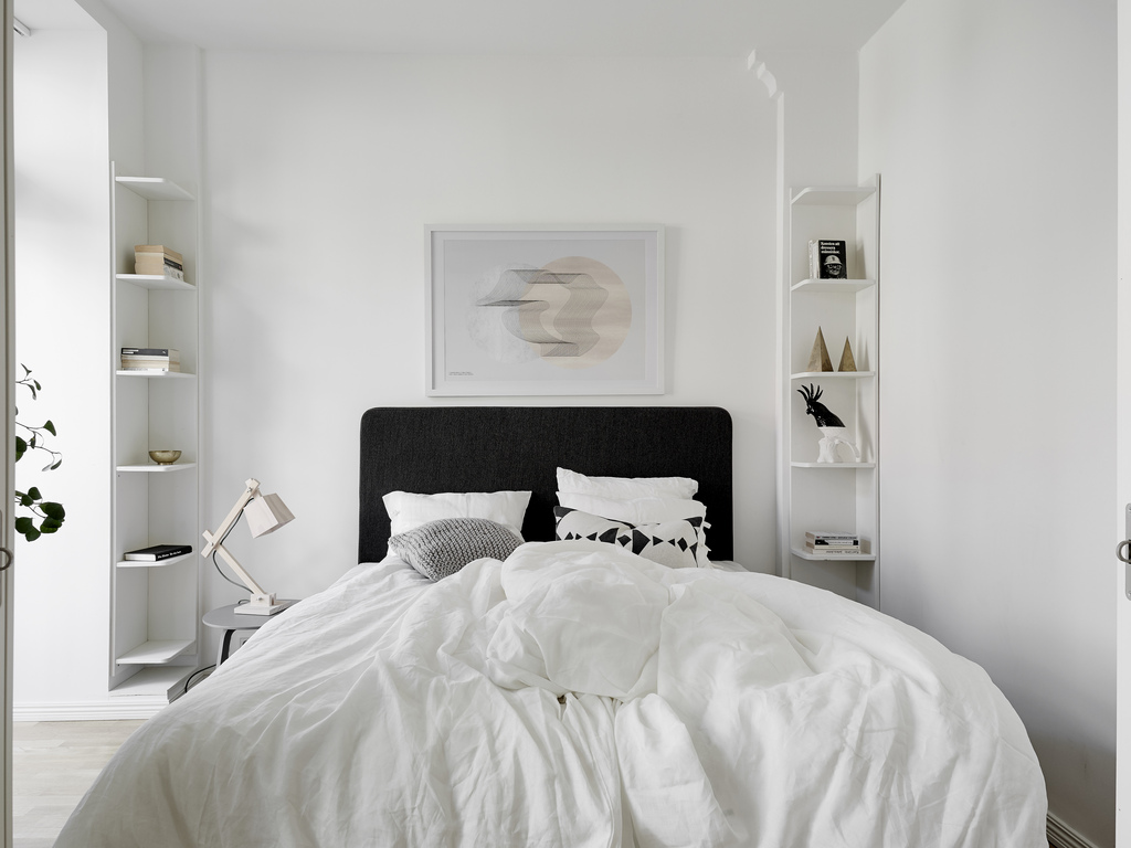 minimalist light bedroom