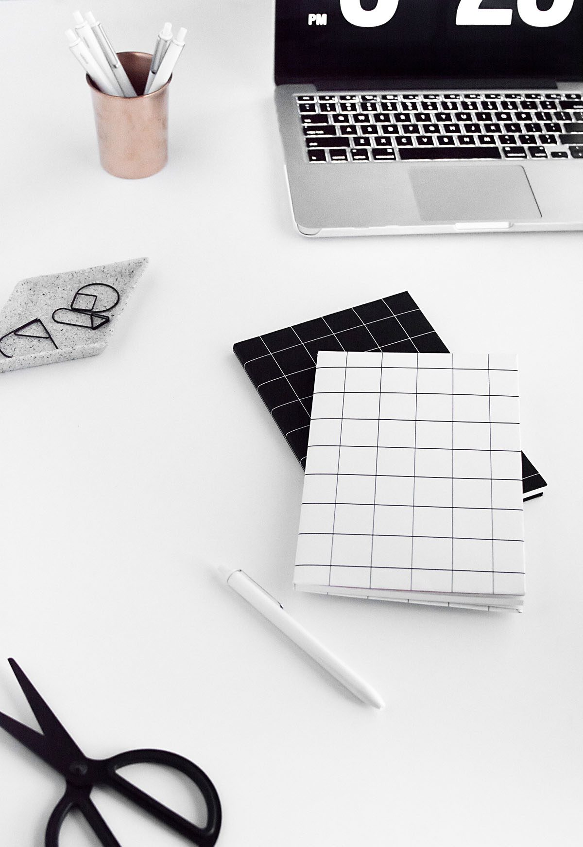 diy-black-and-white-grid-notebook-cover-free-printable