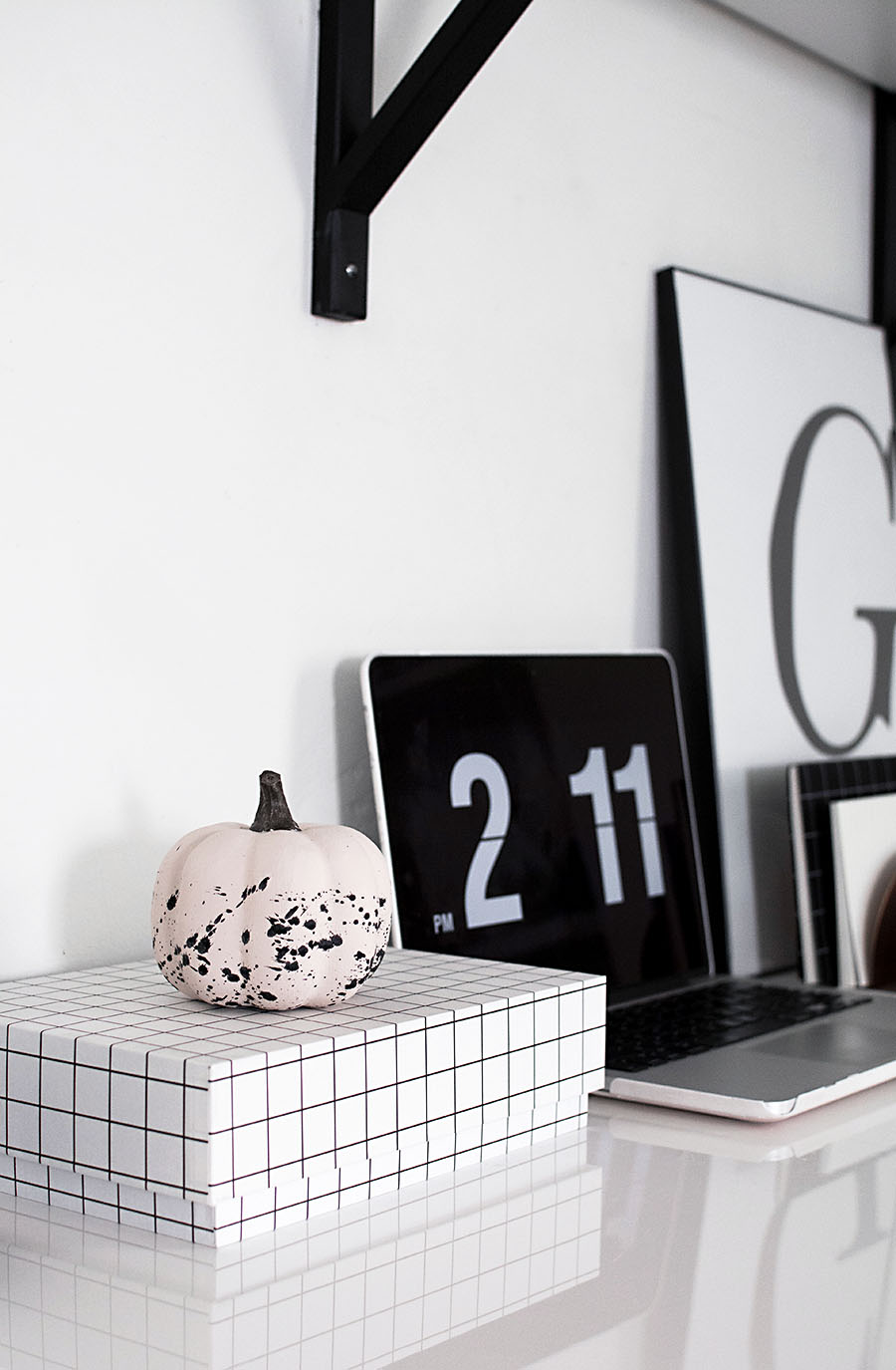 diy-paint-splattered-pumpkin